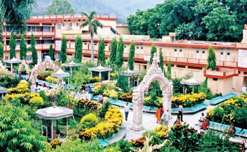 Best Ashrams To Stay In Rishikesh