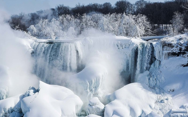 Niagara Falls turns into icy winter wonderland in North America deep freeze