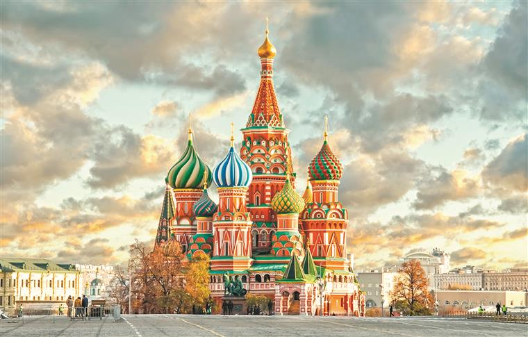 Moscow Is A Hot Favorite Destination In Russia It Comprises Of Monasteries Palaces Museums Parks Cathedrals Towers Hills And Galleries