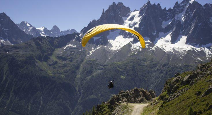 Go paragliding in Himachal Pradesh for a fun-filled escape!